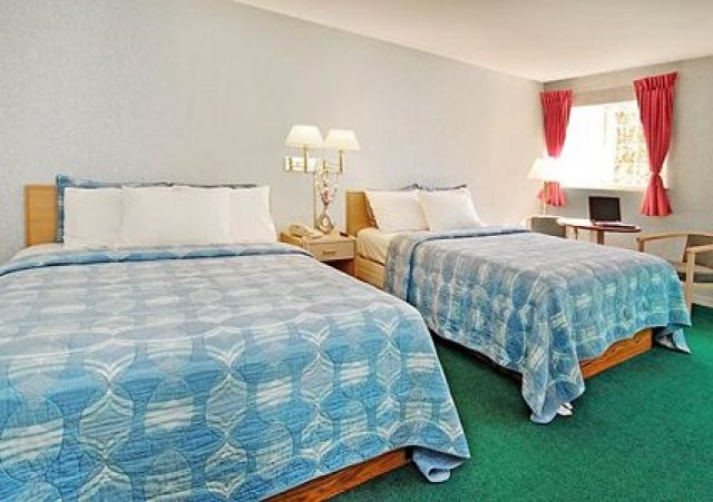 2 Comfortable Queen Beds in Rodeway SF