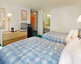 Rodeway Inn Civic Center San Francisco - Spacious family rooms at Rodeway Inn SF